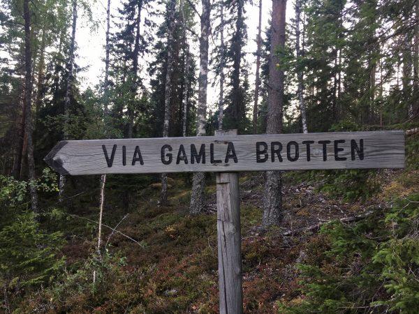 Vägvisare i Blyberg Porfyrbrott Älvdalen